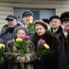 Около здания Совета ветеранов собрались родственники, друзья и соратники Якова Кана — newsvl.ru