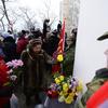 После коротких речей к памятной доске возложили цветы — newsvl.ru