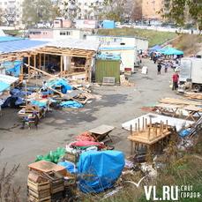 Прекратить базар: рынок на стадионе «Строитель» во Владивостоке начали сносить (ФОТО; ВИДЕО)