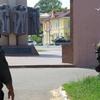 Окно квартиры в доме, где укрылся вооруженный Александр Ковтун
