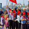 Ветераны войны, члены союза пионеров, почетные жители Владивостока, бывшие пионервожатые, депутаты законодательного собрания Приморского края повязали красные галстуки на шеи новых пионеров края
